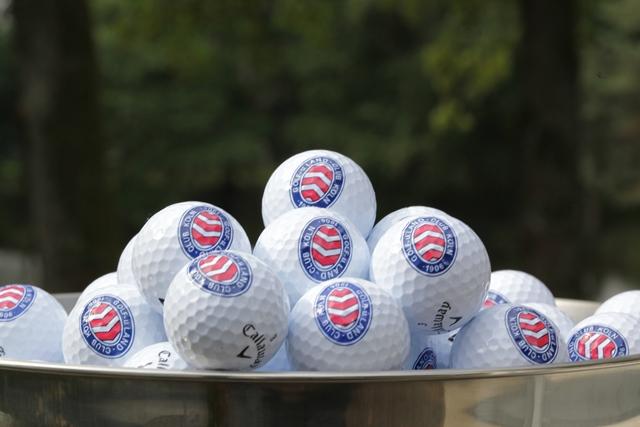 Golfclub & Landclub Köln - Auf dem Golfplatz, Golfbälle